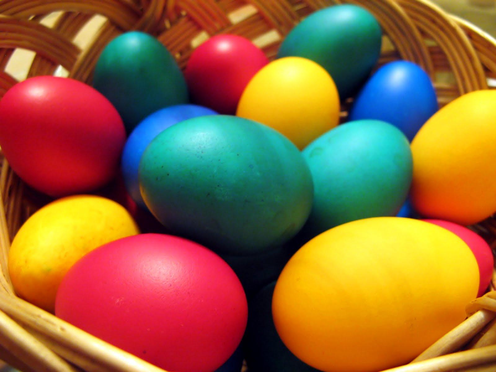 Rozika tojást fest